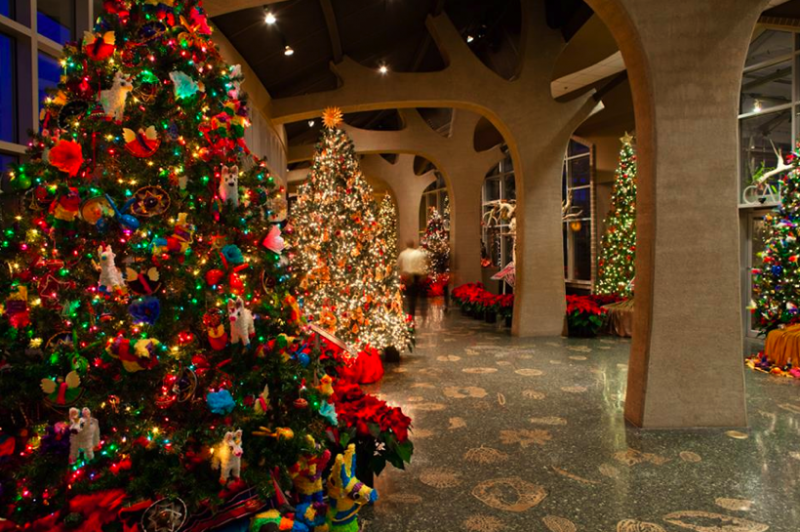 Frederik meijer gardens continues annual holiday tradition for Meijer gardens hours