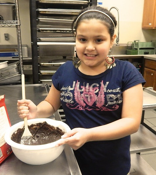 neighborhood youth learn new skills in Oakdale Neighbors' baking class.