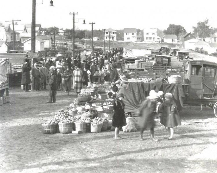 Fulton Street Farmers Market circa 1922.