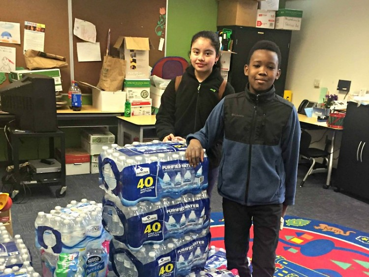 Students at Harrison Park collecting water for Flint