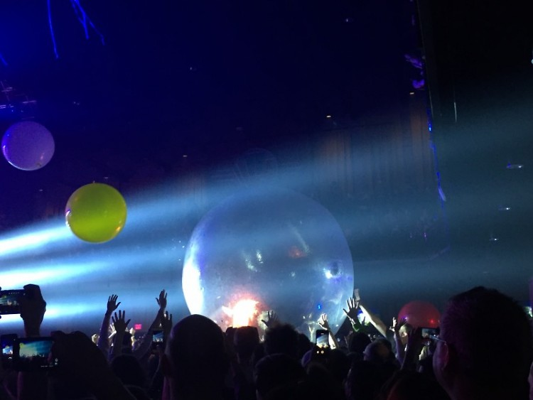 "Wayne Coyne sings from within his ""space bubble"""