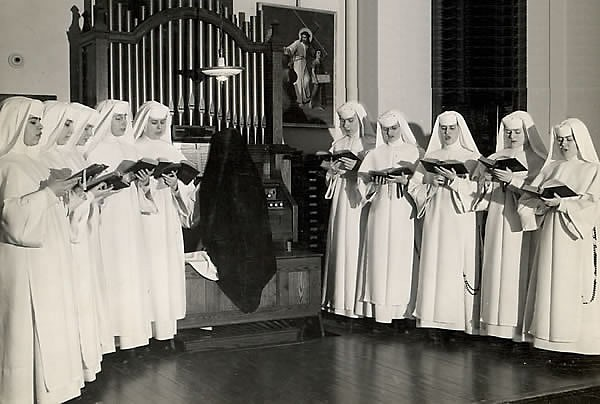 Dominican Novices sing Gregorian Chant (circa 1944) accompanied by Sister Evangelista Rohrl (1888-1976)