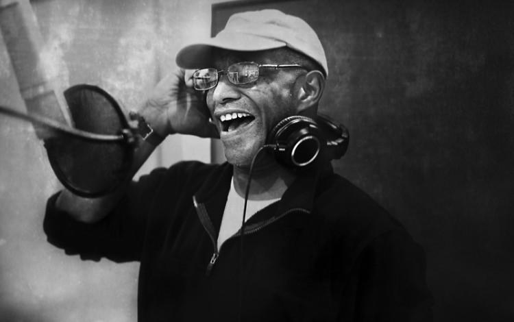 Thomas recording a song for Dégagé