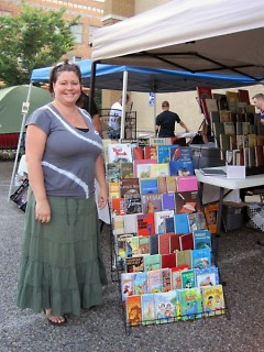 Sarah Cash at the Avenue for the Arts Market