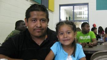 José Vásquez quiere hacer todo lo posible para ayudar a su hija Diane tener éxito en la escuela.
