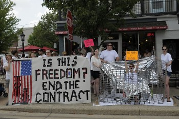 Movimiento Cosesha GR protests Kent County's contract with ICE at East Grand Rapids' parade