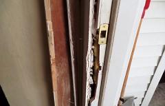 The broken door jamb.