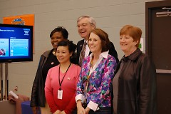 Mayor Hartwell visits to support the 2010 Census Be Counted campaign