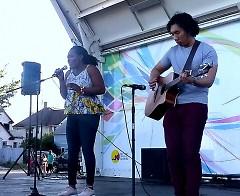 Myra Maimoh Canta autora local deleito este evento con su música.