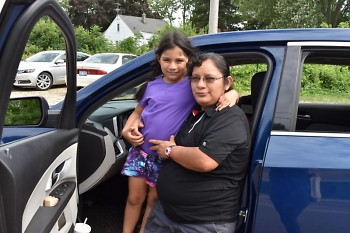 Gloria heard about school Mobile Pantries through her daughter Leticia, a student.