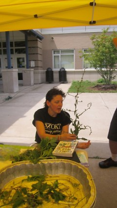 Laura Casaletto teaching the Urban Foraging class at the Southeast Farmers' Market