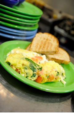 Tomato Spinach Omelet with Toasted Rye
